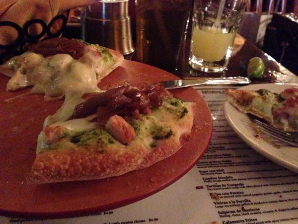 I really didn't know that tapas included little pizzas. Thanks Mi Luna.